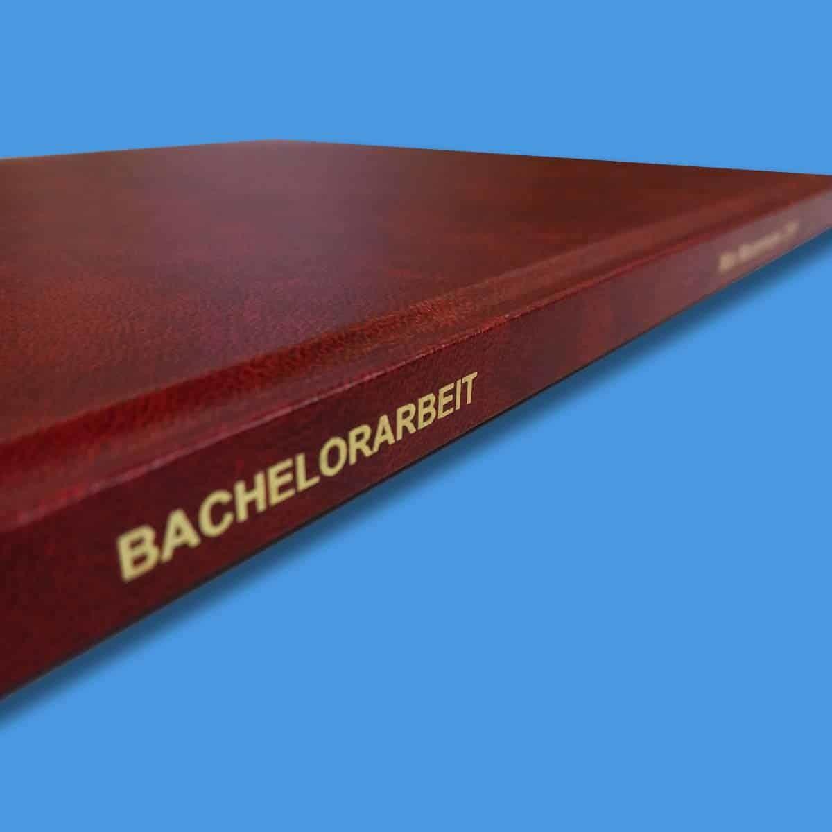 Unsere Hardcoverbindungen lassen sich mit einer Rückenbeschriftung versehen.